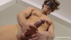 Wet Francys Belle knows to treat dicks and get pee Thumb