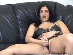 Masturbation instructor demos jerk off on her pussy Thumb