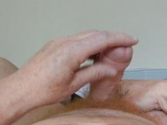 Ich wichse meinen Schwanz und filme mich dabei - Pre-cumming in between Thumb
