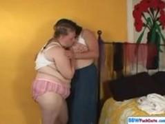 Fat lesbo Girls Thumb