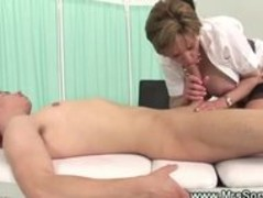 Milf gives explosive oily handjob Thumb