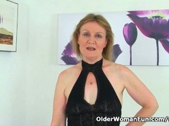 British milf Clare Cream masturbates in nylon tights Thumb