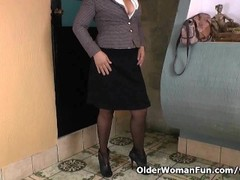 Pantyhosed office milf shows us her best kept secret Thumb