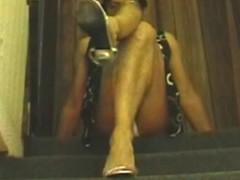 Upskirts en la escalera 6 Thumb