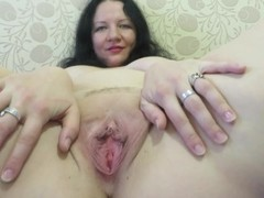 adult mother, shows her body. Thumb