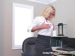 Canadian milf Bianca masturbates at the office Thumb
