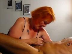 Sau Tina leckt Arsch und von gepiercgte Schwanz ins Maul gespritzt Thumb