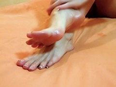 Babe doing Footjob and Blowjob & Boyfriend Cum on her Feet - Foot Cumshot Thumb