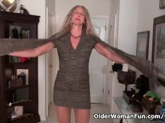 American milf Lauren Demille flaunts her tanned body Thumb