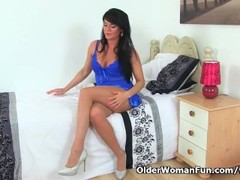 English milf Leah gets horny in tights Thumb