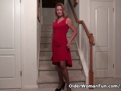 American milf Jayden Matthews gets turned on in pantyhose Thumb