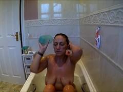 mom didnt know i filmed her having a bath, shaving pussy Thumb