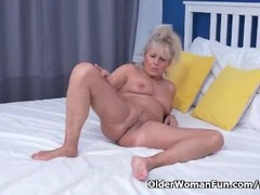 Euro gilf Koko lowers her jeans and rubs her pussy Thumb