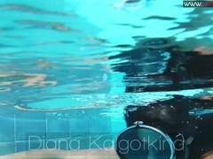 Diana Kalgotkina dildoing herself underwater Thumb