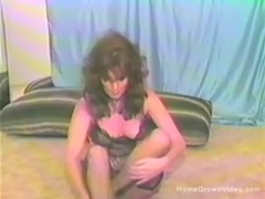 Vintage mature babe toys her hairy cunt Thumb