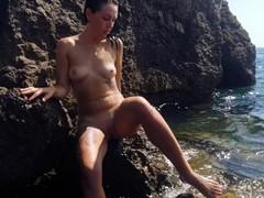 Public masturbation on the beach Thumb