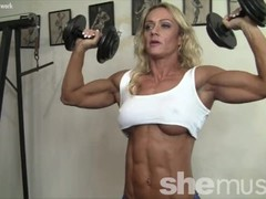 Sexy Female Muscle Cougar Works Out Thumb