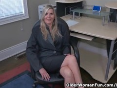 Canadian milf Velvet Skye creams her office chair Thumb