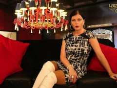 Lady Julina in echten Nylon Struempfen Strapse Stockings Thumb