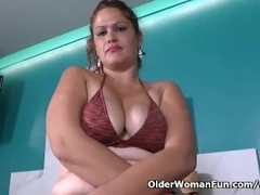 Latina BBW milf Sandra needs to get off in bath Thumb
