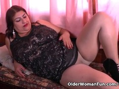 Latina BBW milf Carmen puts her toy collection to good use Thumb
