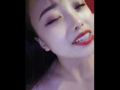 网红美女带着性药酒店约炮大鸡巴网友啪啪含着大屌样子非常淫骚 Thumb